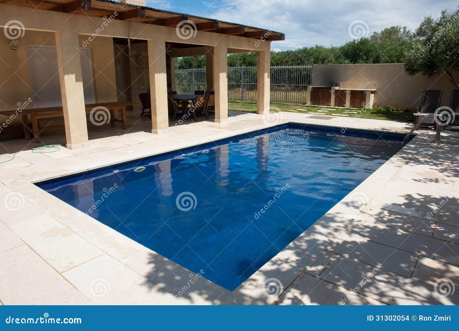 Quintal moderno com piscina imagens de stock imagem 31302054 - Business plan piscina ...