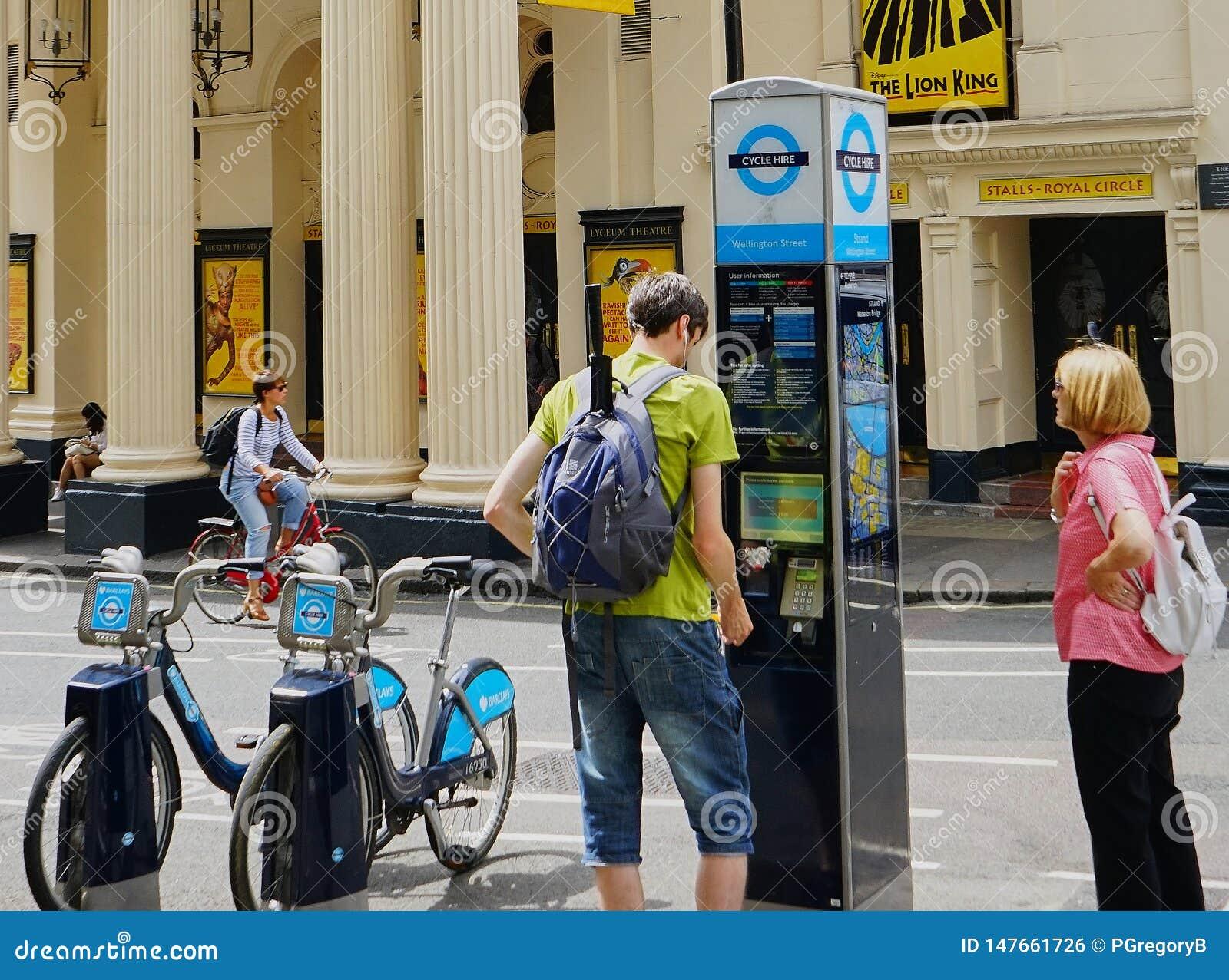 Quiosque alugado da rua da bicicleta no West End, Londres