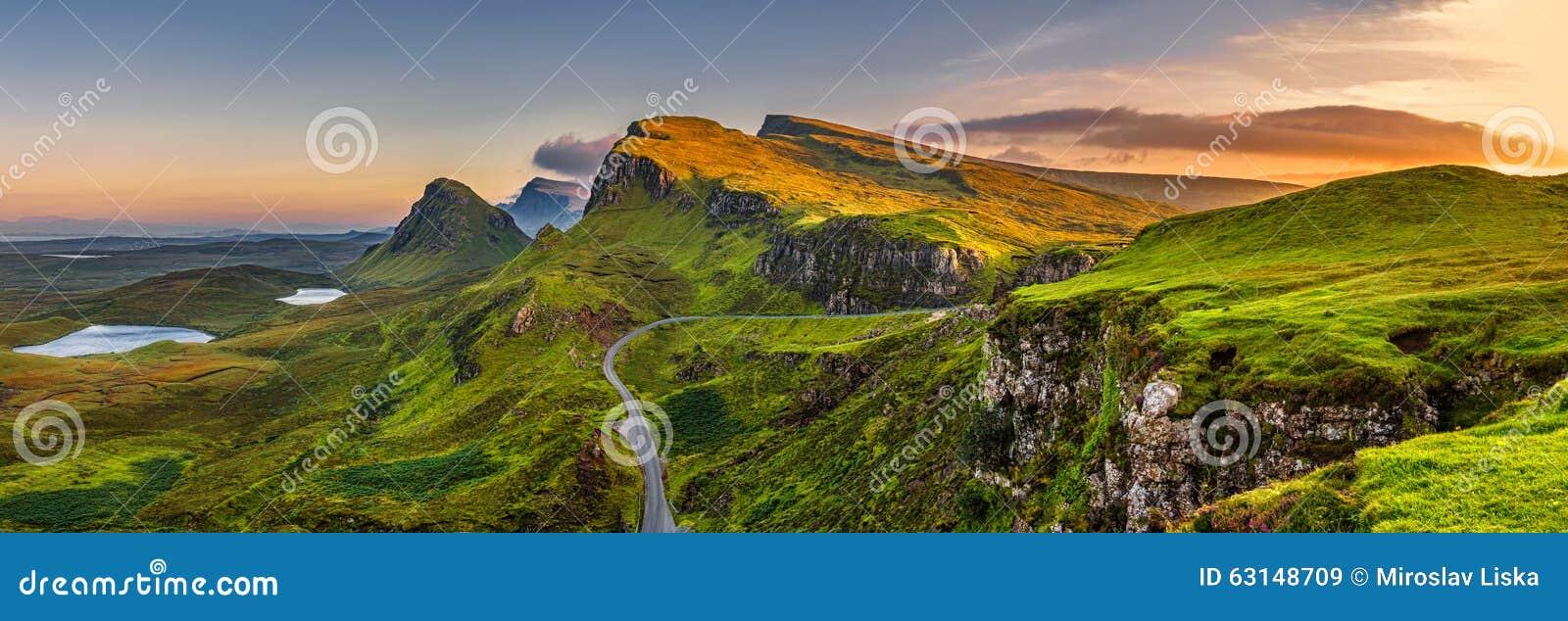 Quiraing-Gebirgssonnenuntergang an der Insel von Skye, Scottland, vereinigter Stamm