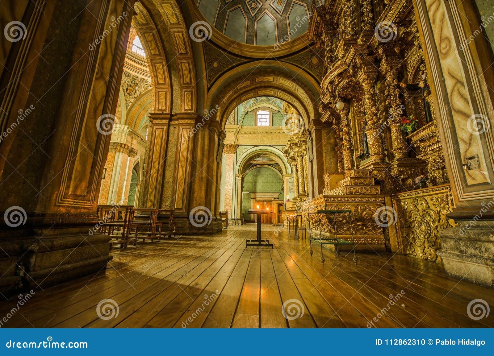 QUITO, ECUADOR, IL 22 FEBBRAIO 2018: Vista dell interno della chiesa di Catedral della La nella cattedrale del ` s di Quito