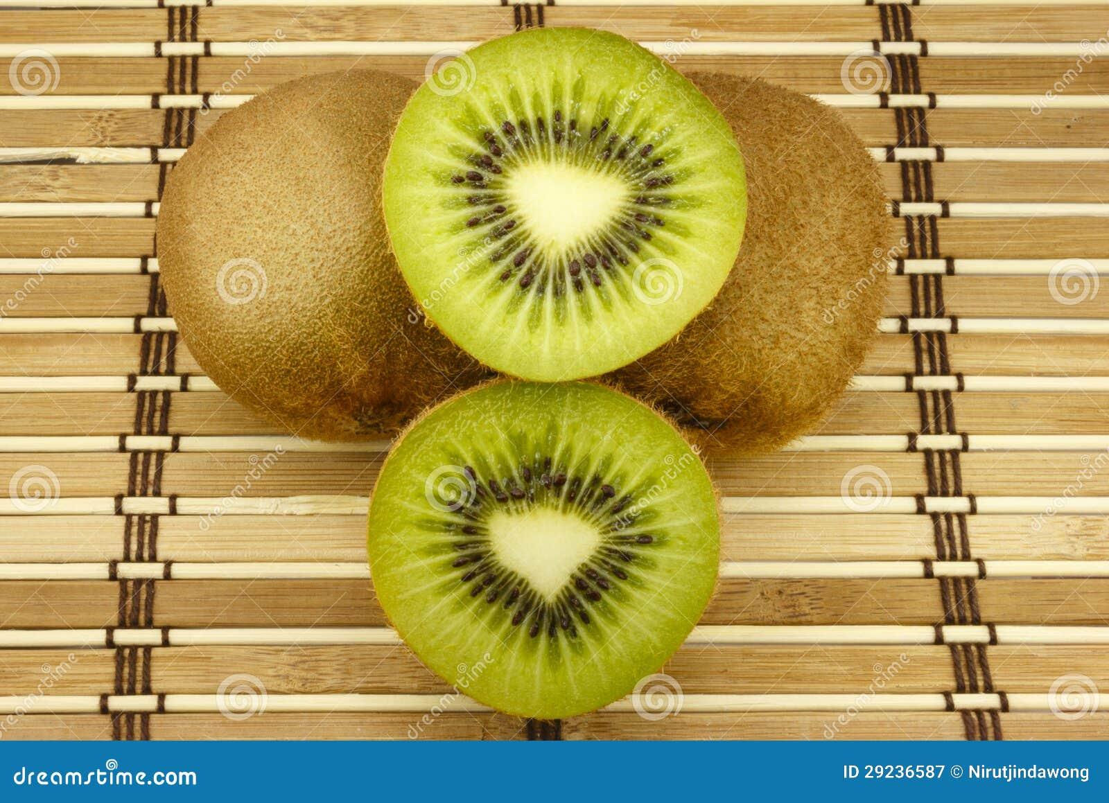 Download Quivi imagem de stock. Imagem de branco, vegetais, alimento - 29236587