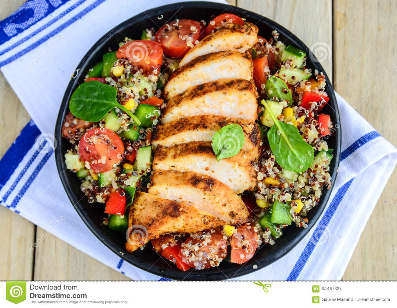 Qunioa salad with grilled chicken