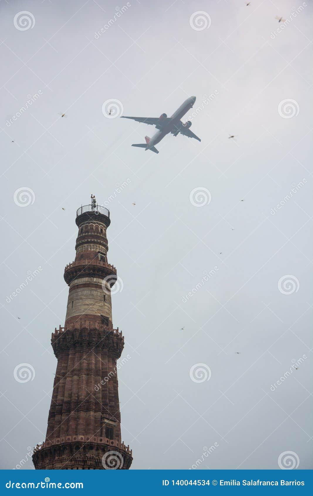 Qutab或Qutub Minar陵墓,被拍的照片,当通过一架飞机在德里,印度时
