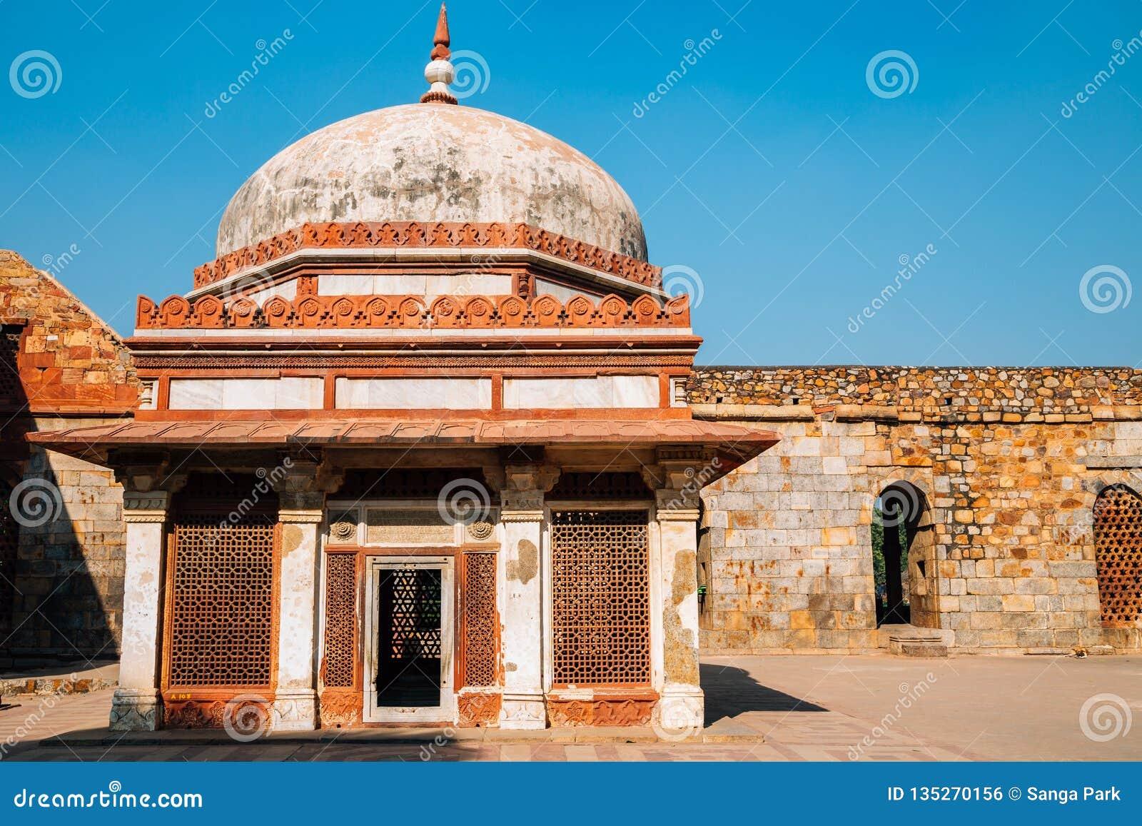 Qutub Minar antyczne ruiny w Delhi, India