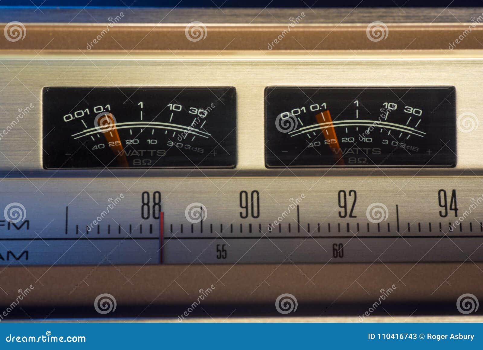 Rádio do vintage com medidores do VU