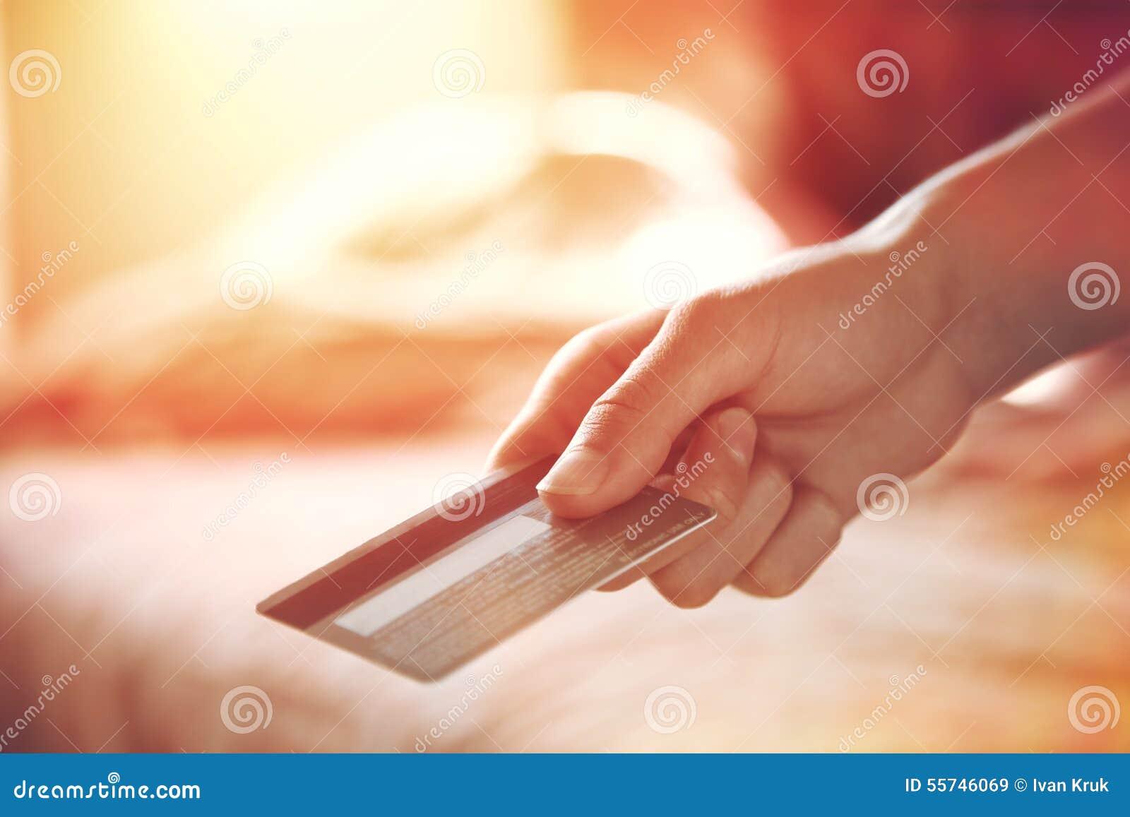 Räcka med kreditkorten