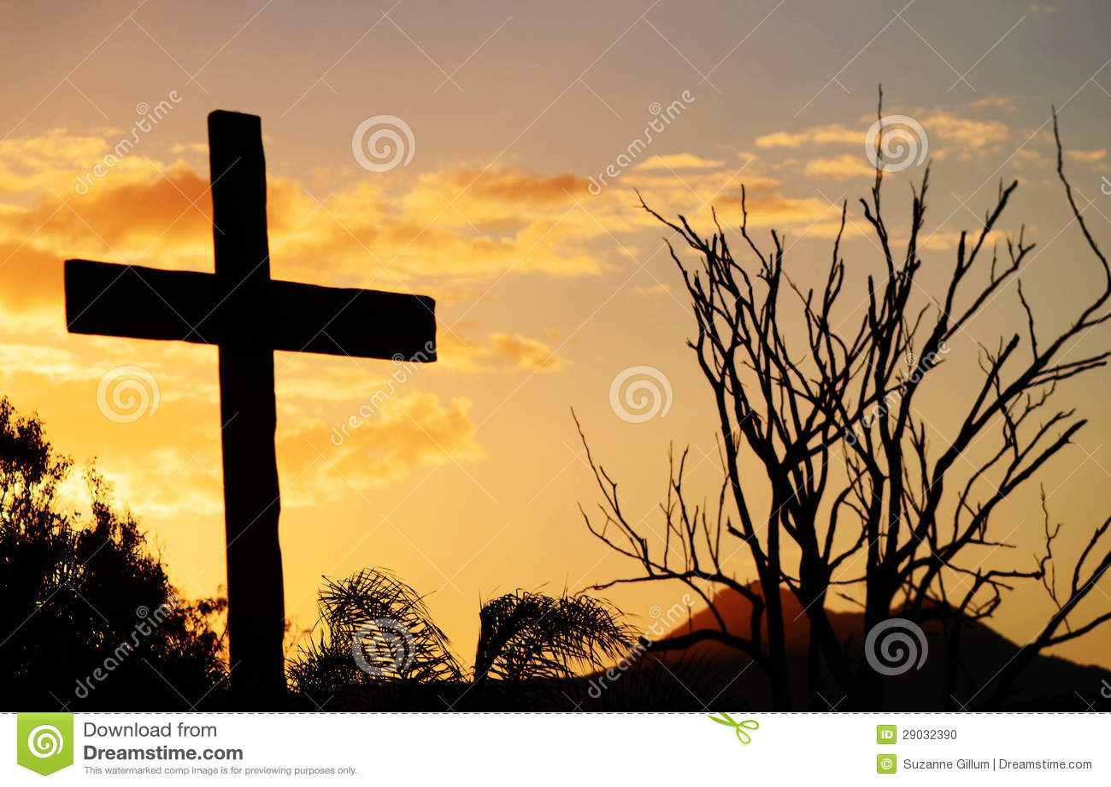 Räddning som är arg av Kristus på kullen på solnedgången