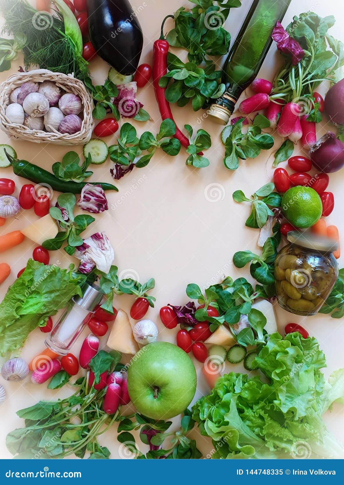 Rädisan för aubergine för dill för persilja för vitlök för löken för den gröna tomaten för salat för röd peppar för