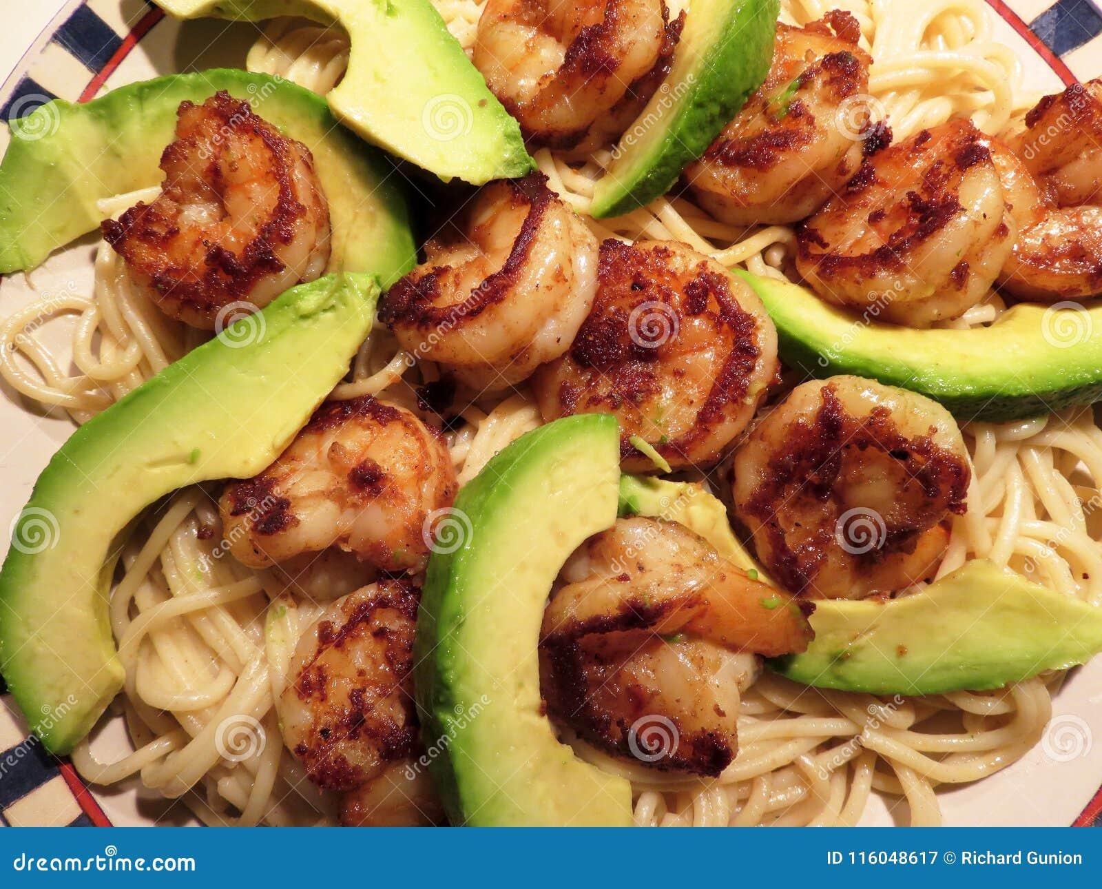 Räka med avokadot och pasta