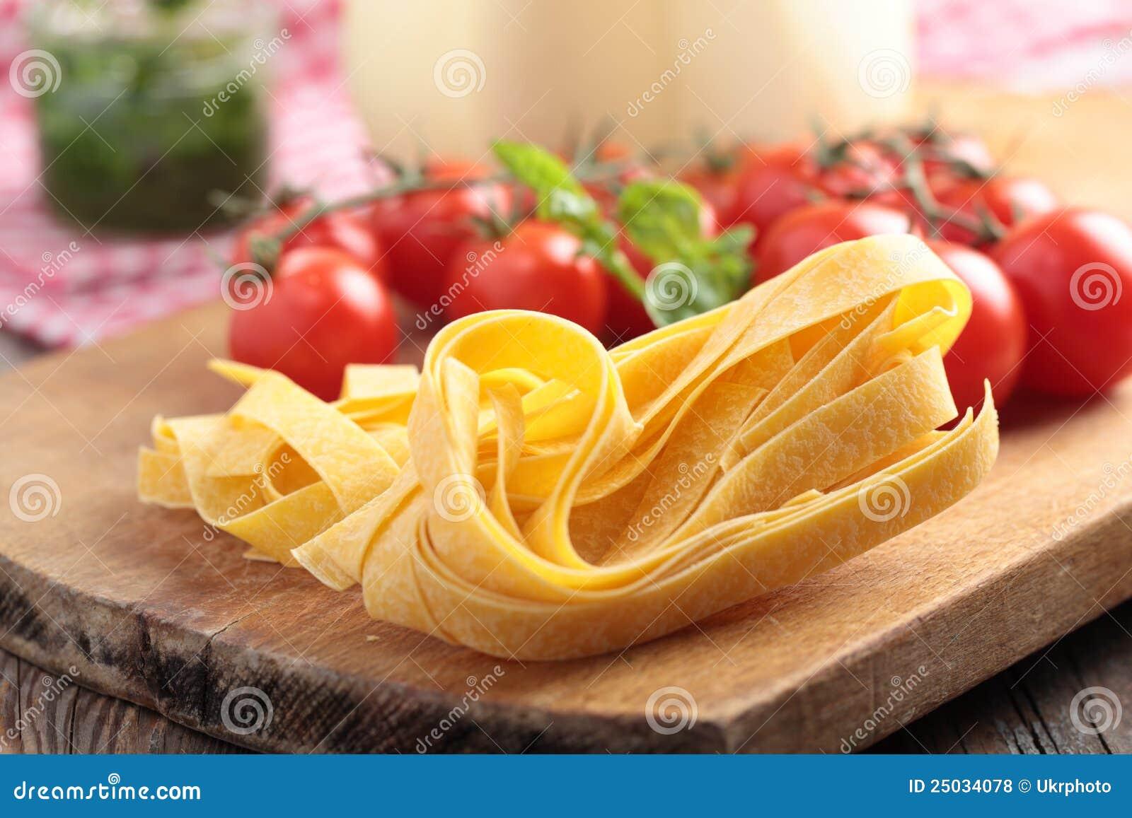 Rå grönsaker för pasta