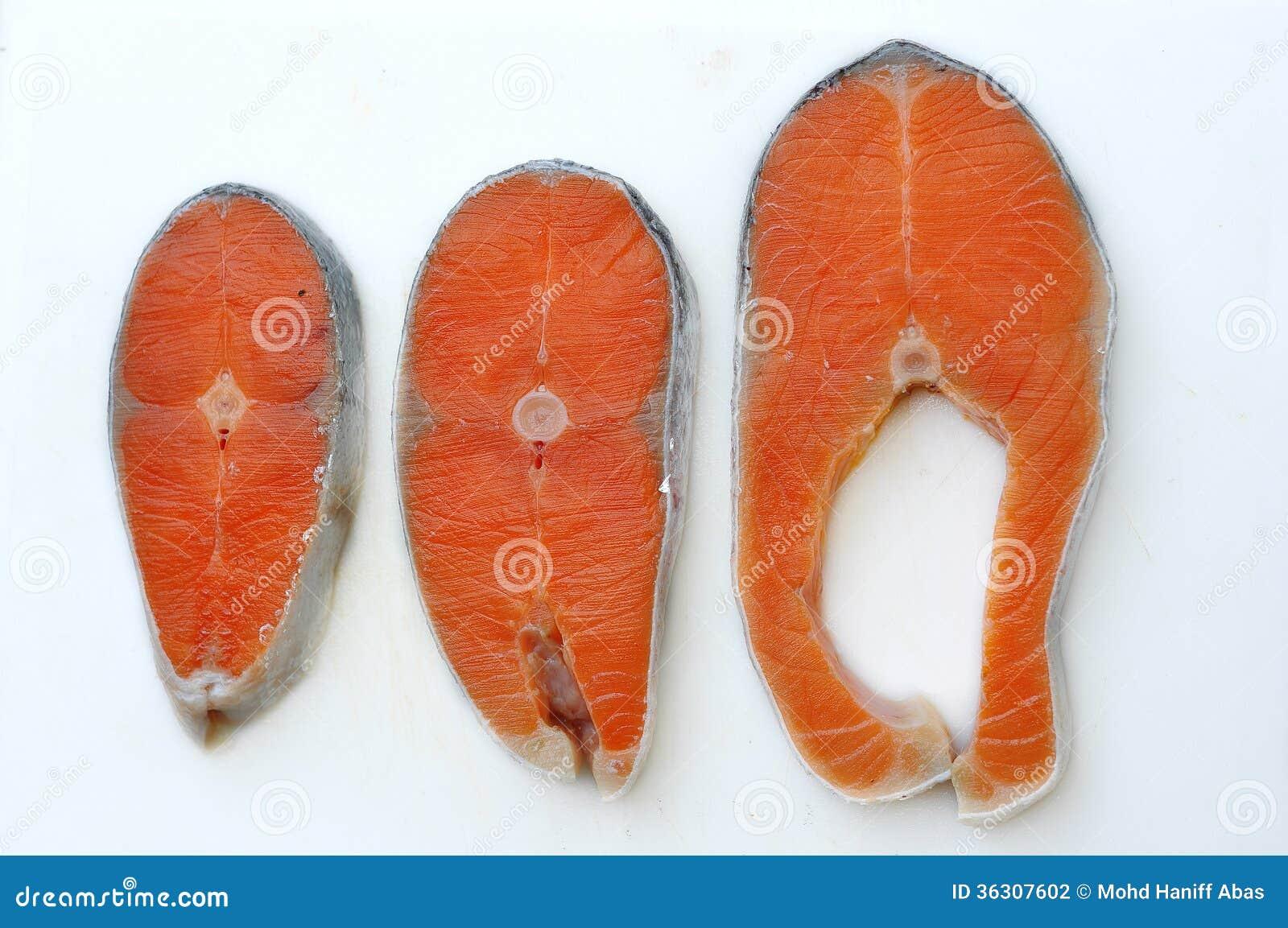 Rå snittnorrman Salmon On Chopping Board