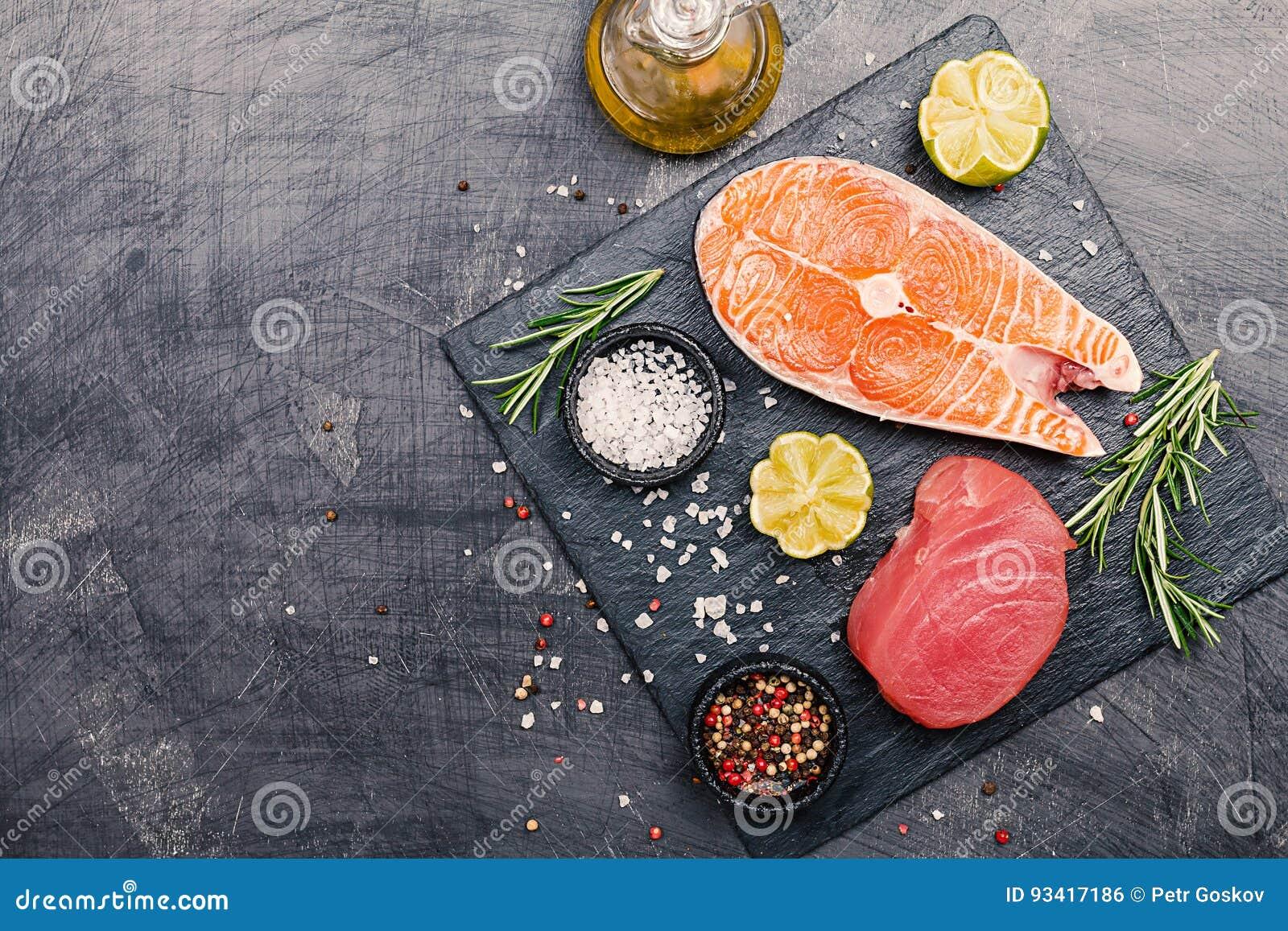 Rå tonfisk- och laxbiff
