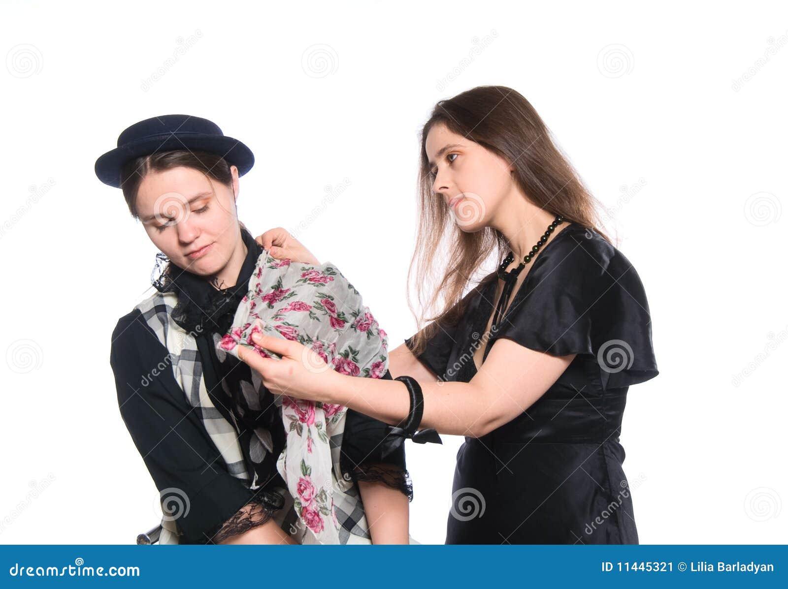 Råda en annan klänning som ger hur en till kvinnan