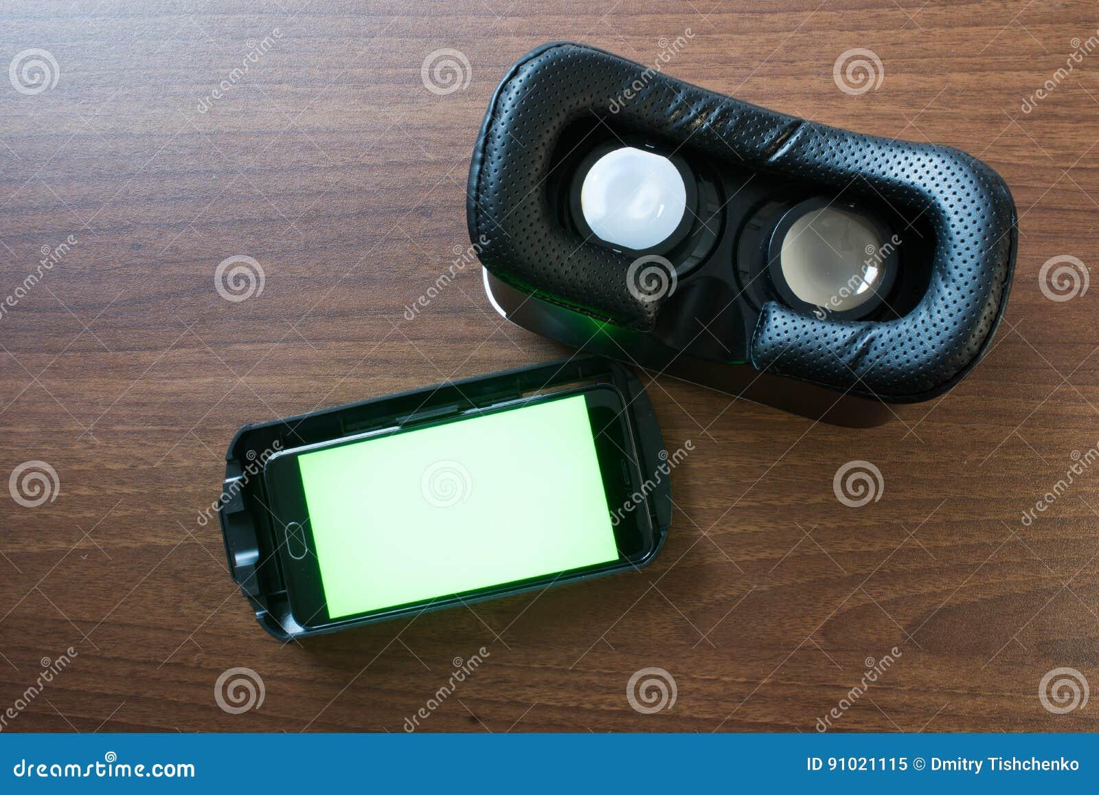 Réalité virtuelle, VR, casque et smartphone avec l écran vert pour l écran principal de chroma