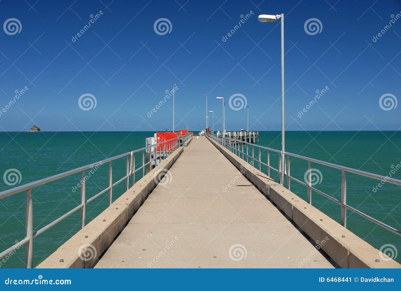 Récif grand de pilier de barrière