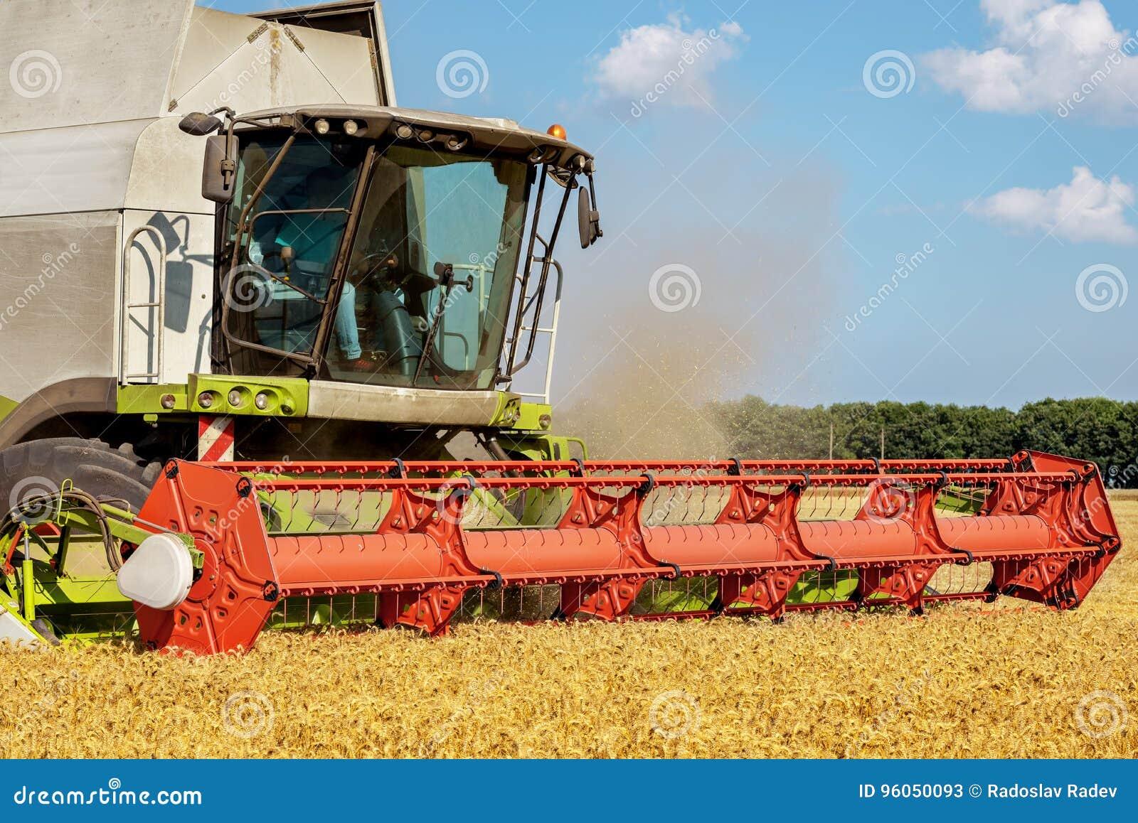 Récolte mécanisée le champ