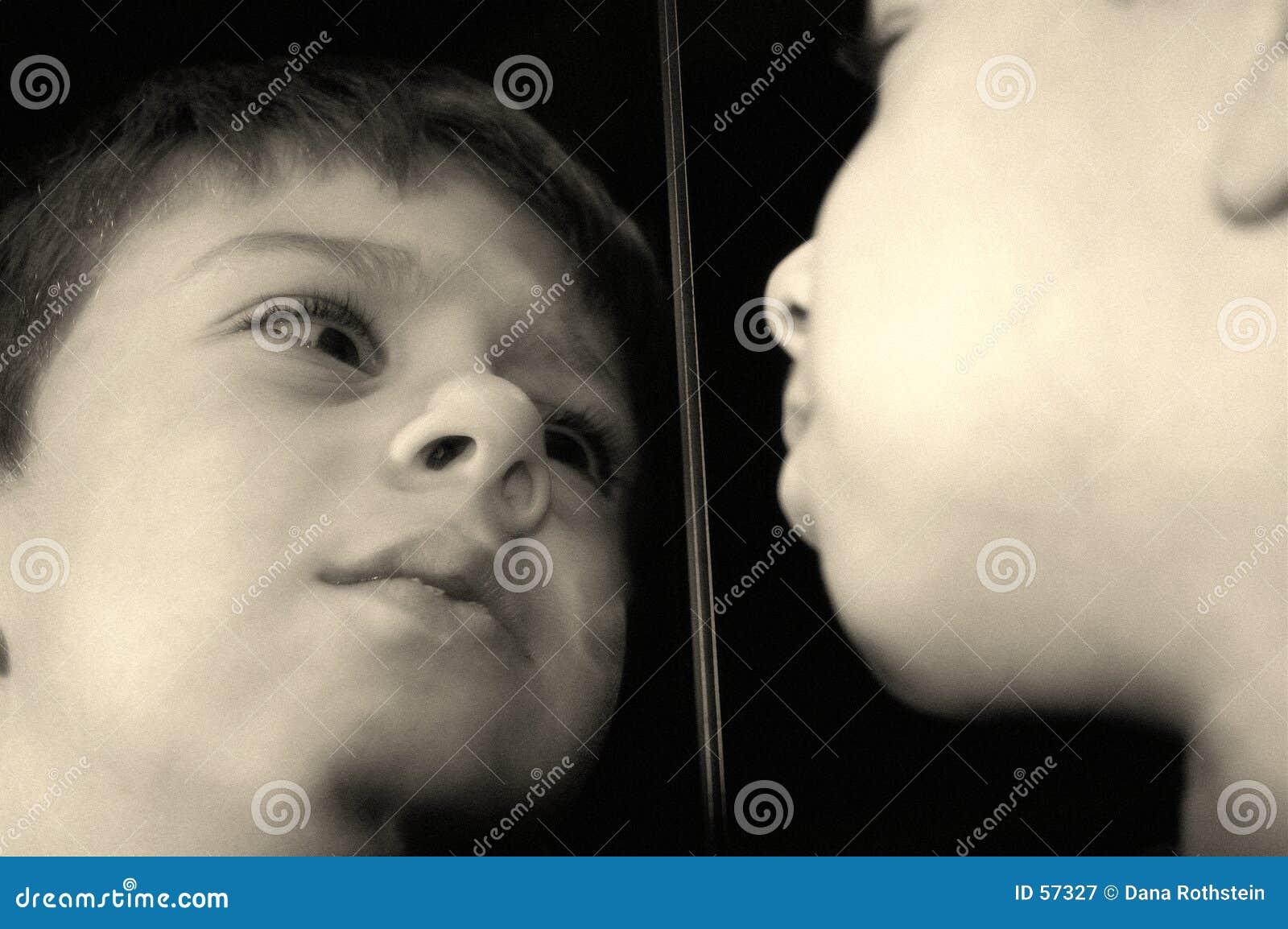 Download Réflexion image stock. Image du reflétez, toddler, triste - 57327