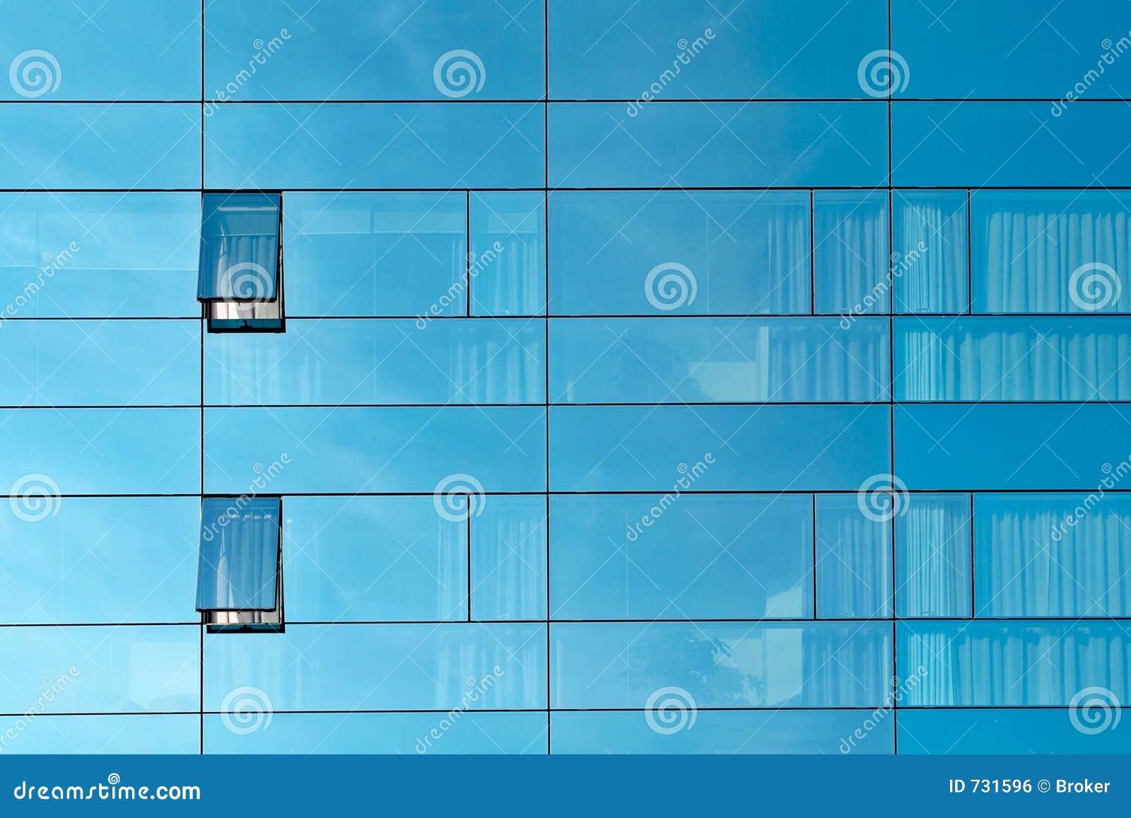 Réflexion dans un mur en verre d immeuble de bureaux