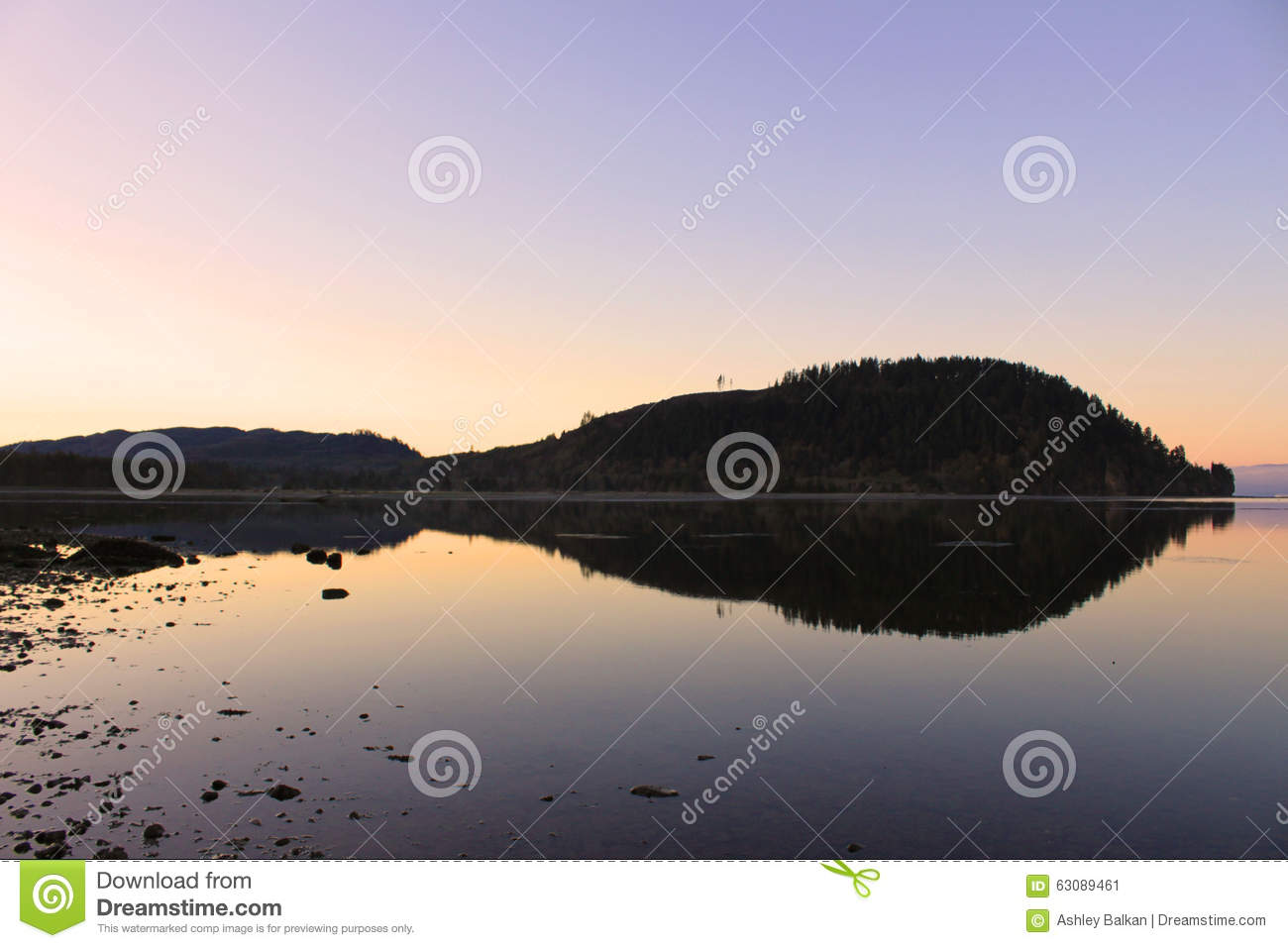 Download Réflexions image stock. Image du waters, pourpré, glace - 63089461