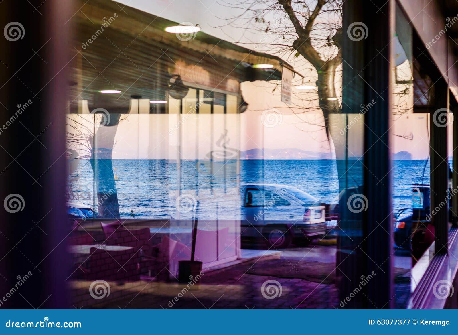 Download Réflexions Sur La Fenêtre De Restaurant Photographie éditorial - Image du ankara, comme: 63077377