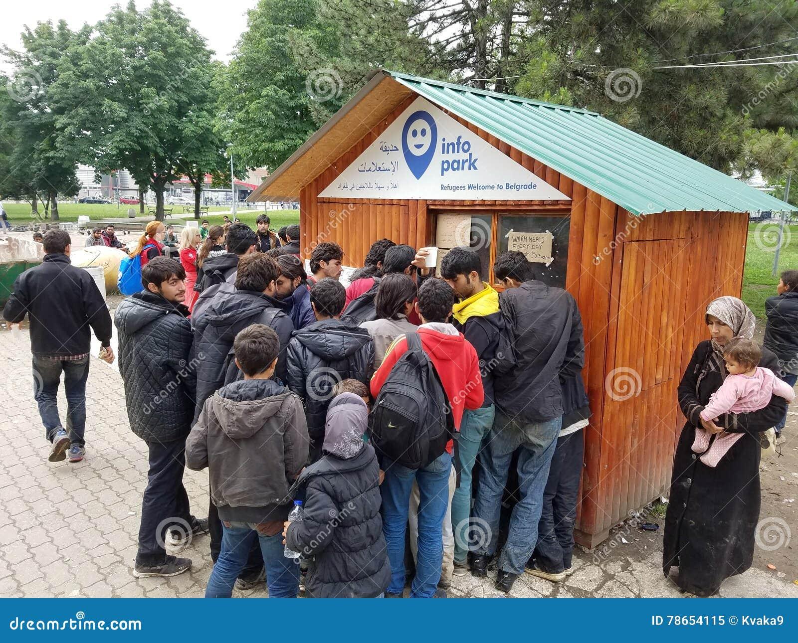 Réfugiés syriens obtenant l aide à Belgrade, Serbie