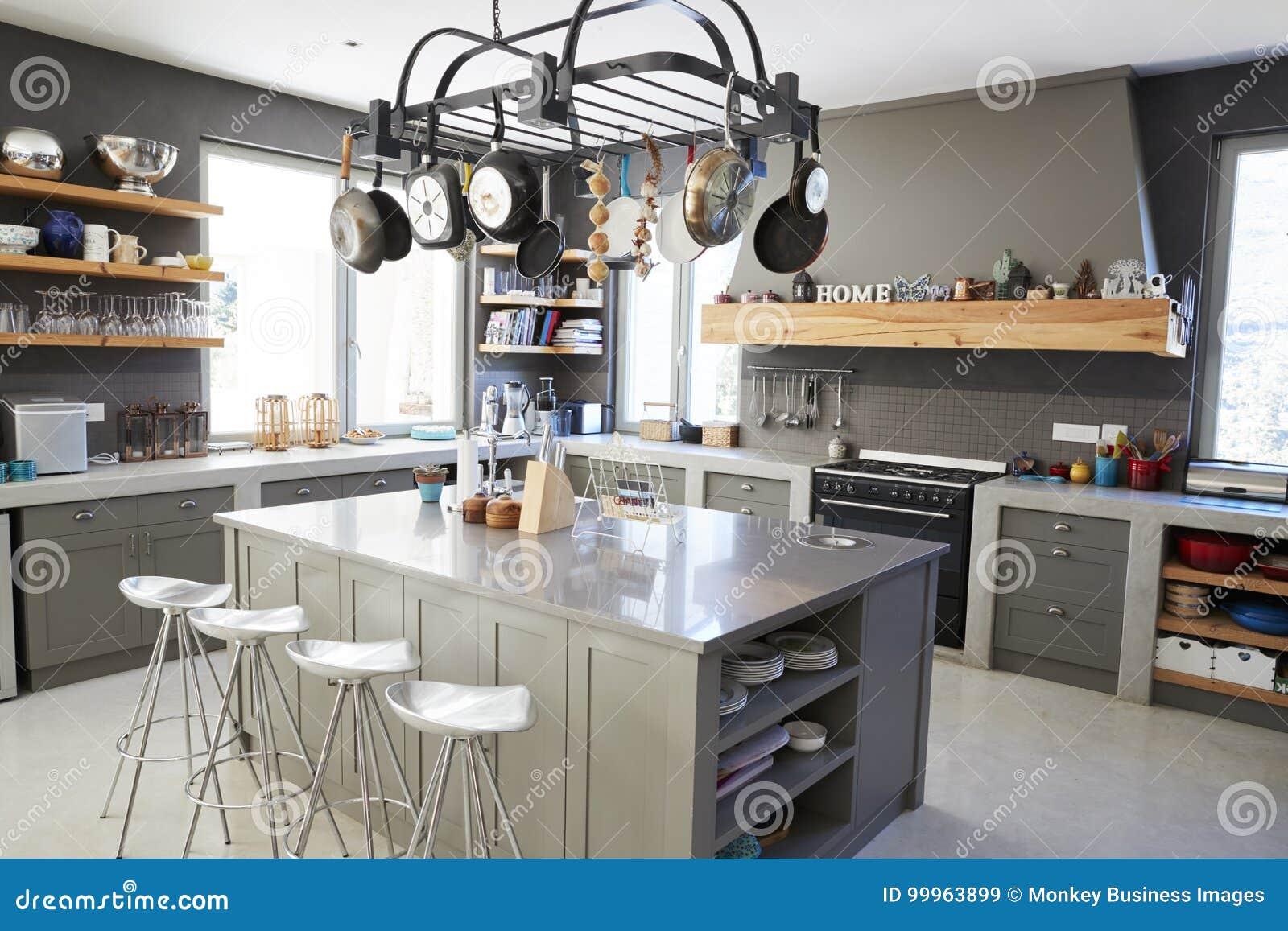 Région De Cuisine D\'intérieur à La Maison Moderne Avec L\'île Et Les ...