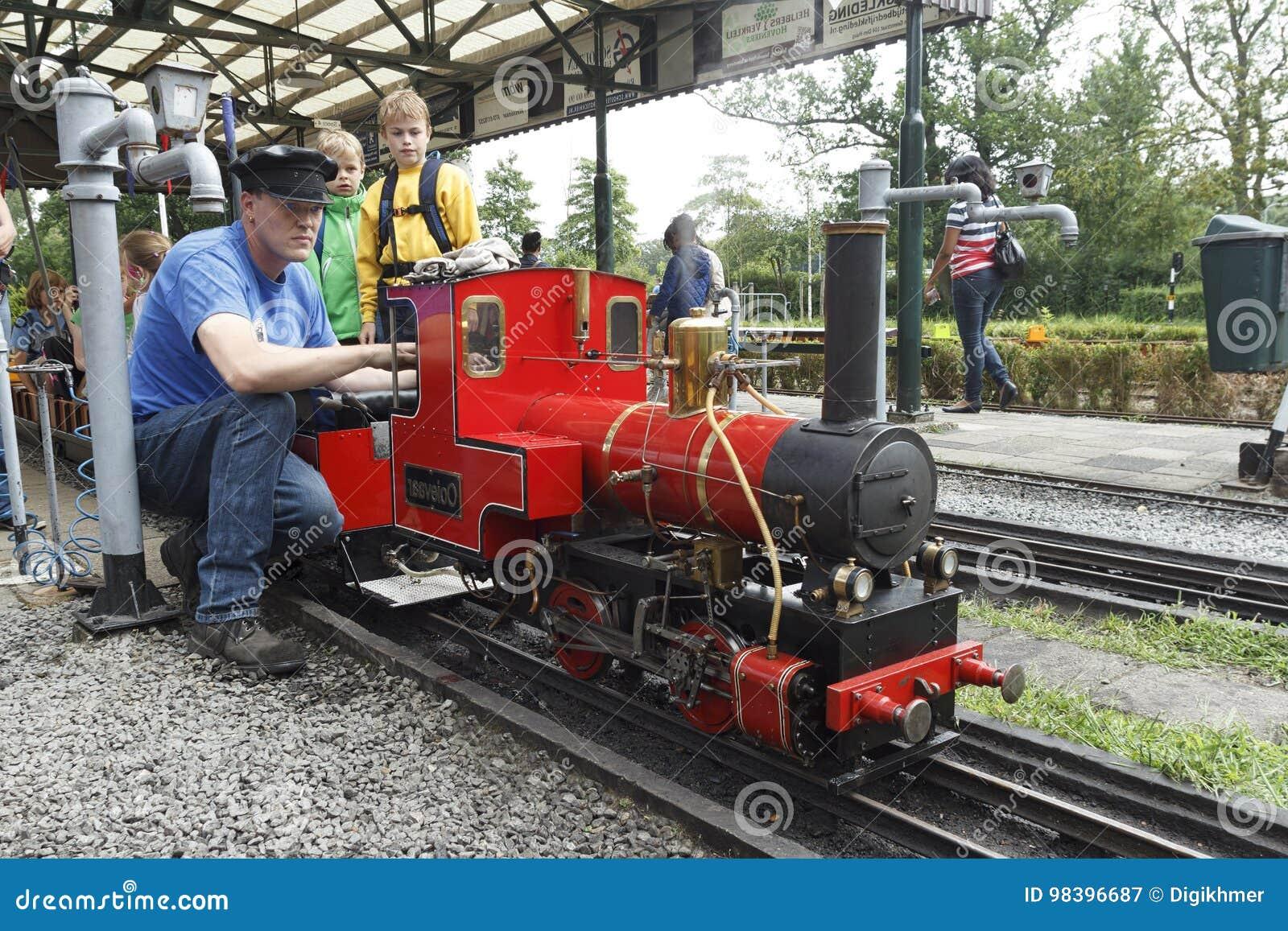Réparateur miniature de train de vapeur