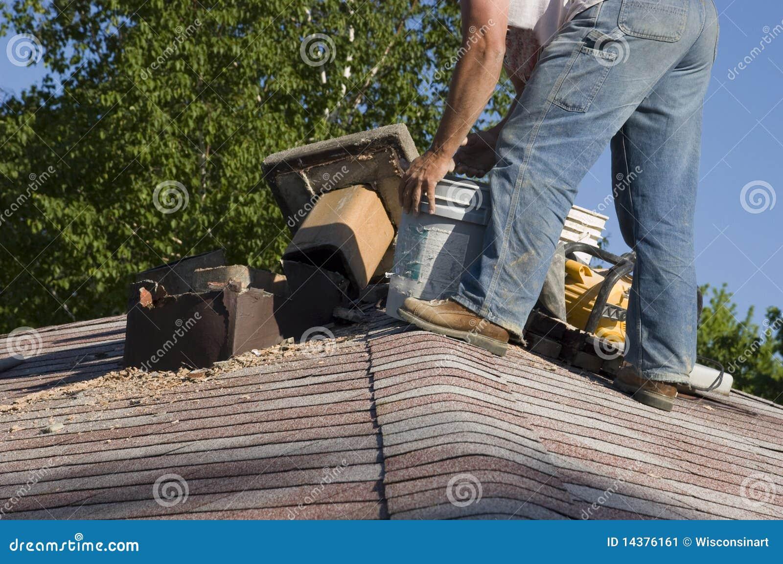 Réparation de cheminée de toit, difficulté à la maison de Chambre de maintenance