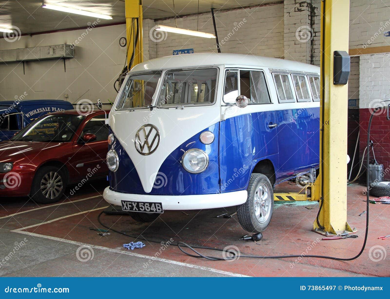 Reparations De Garage De Volkswagen De Vintage Photographie