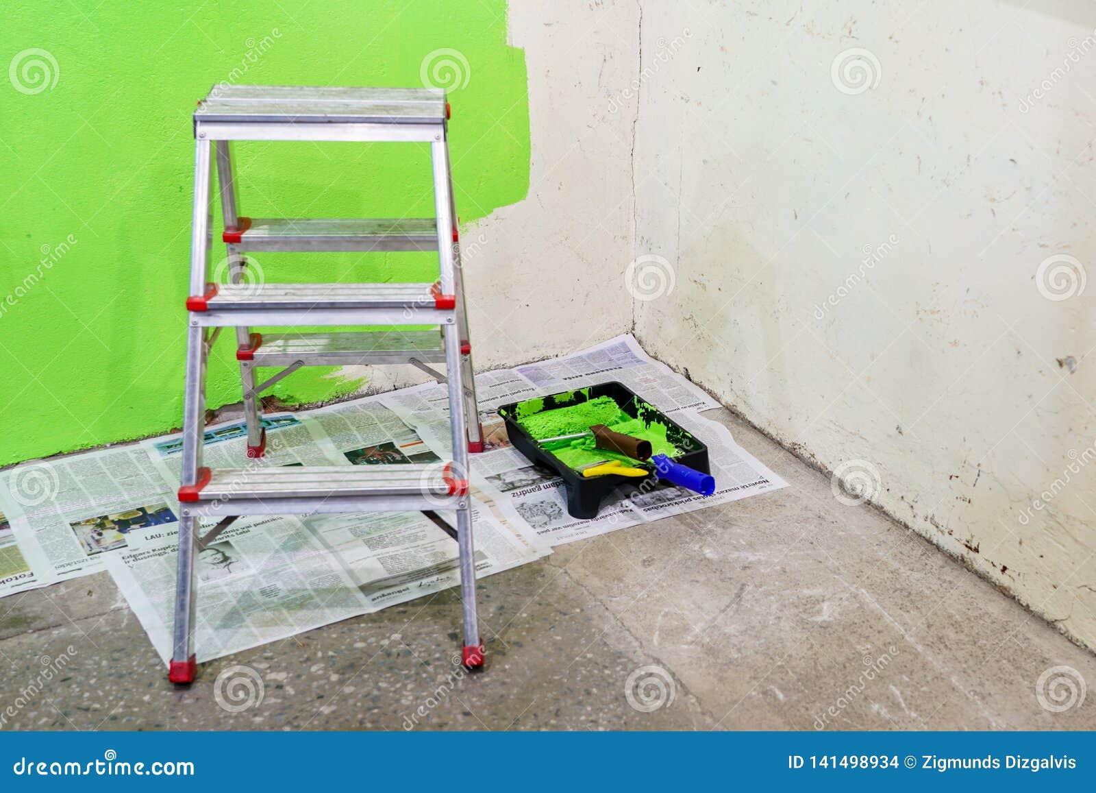 Réparations De Pièce Dans La Maison Peinture De Mur Avec La