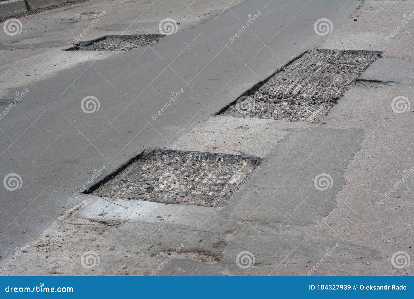 Réparez le trottoir et étendre la méthode de raccordement de nouvel asphalte dehors Réparation de route, trottoir d asphalte