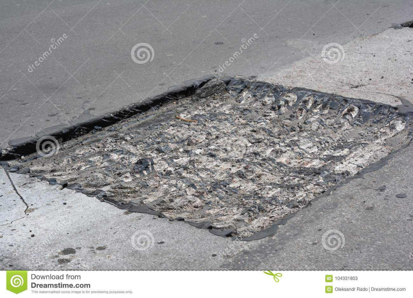 Réparez le trottoir et étendre la méthode de raccordement de nouvel asphalte dehors Réparation de route, trottoir d asphalte Mach