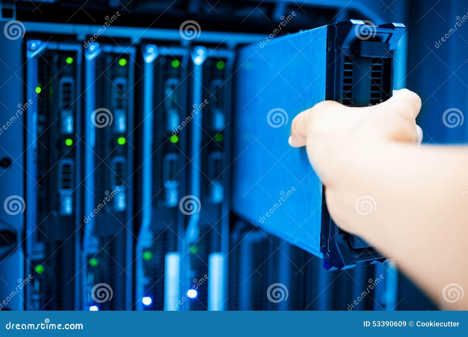 Réseau de serveur de difficulté de personnes dans la chambre de données
