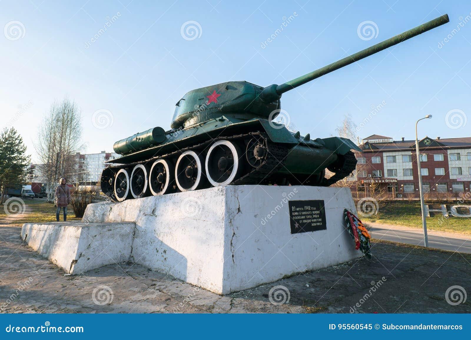 Réservoir soviétique légendaire T34 Monument dans la ville de la région de Zubtsov Tver