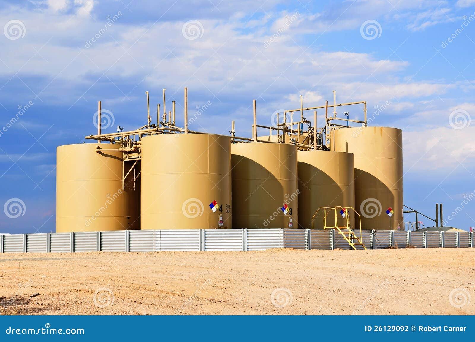 Réservoirs bruts de stockage d huile dans le Colorado central, Etats-Unis
