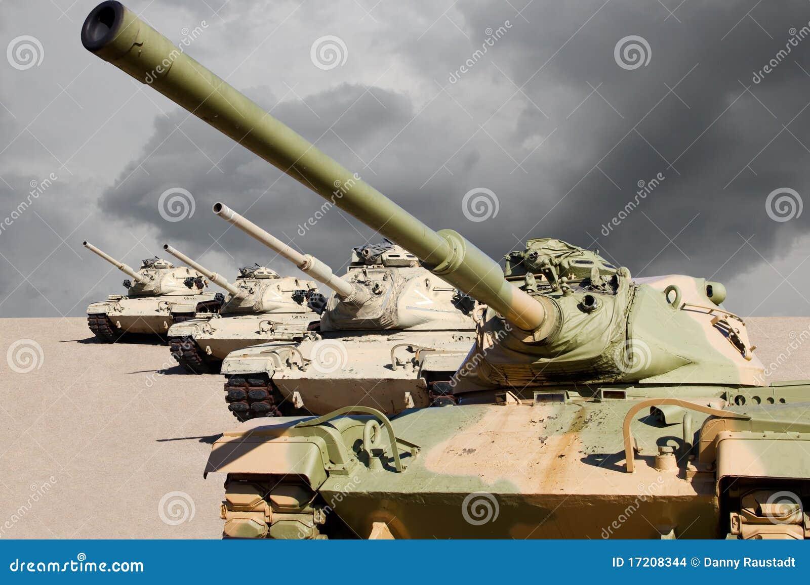 Réservoirs de guerre d armée d Etats-Unis dans le désert