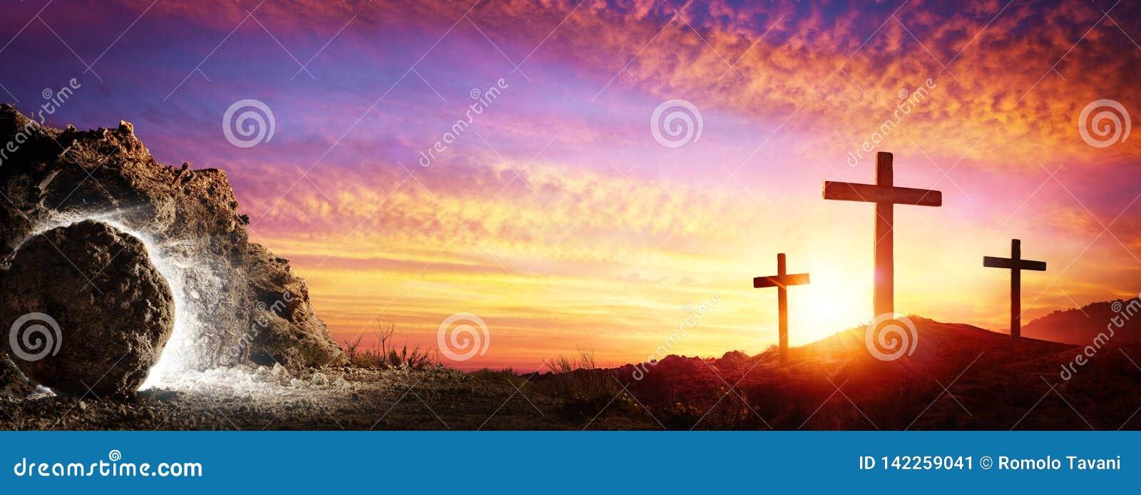 Résurrection - tombe vide avec la crucifixion