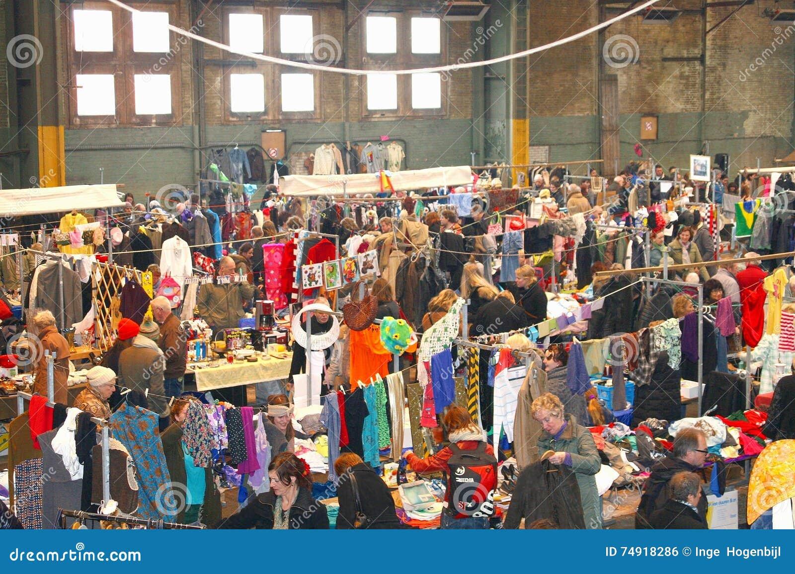 Rétro marché d habillement de vintage, IJ-Hallen, Amsterdam