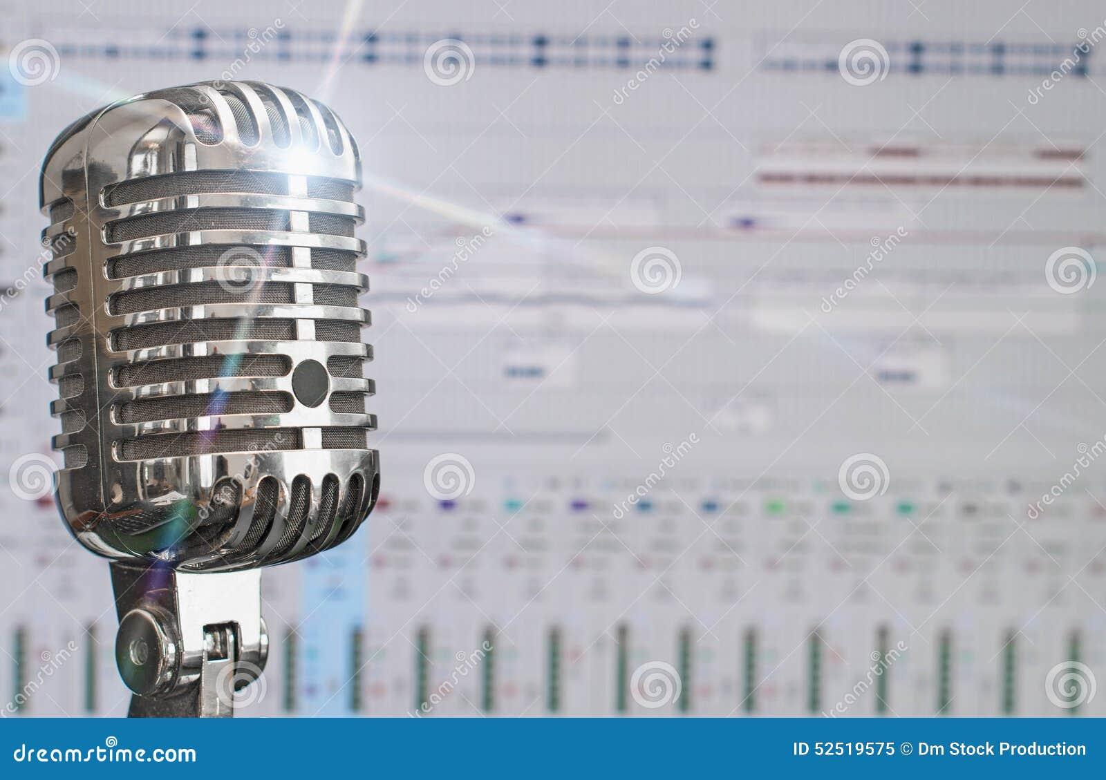 Rétro microphone au-dessus de logiciel d enregistrement