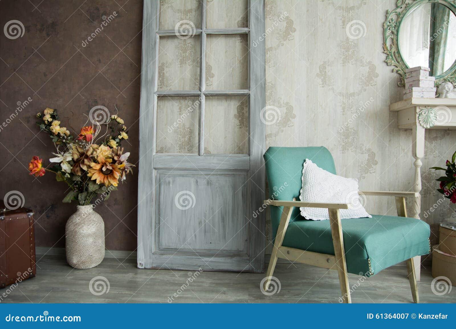 R tro pi ce int rieure avec un fauteuil les fleurs la for Miroir qui s accroche a la porte