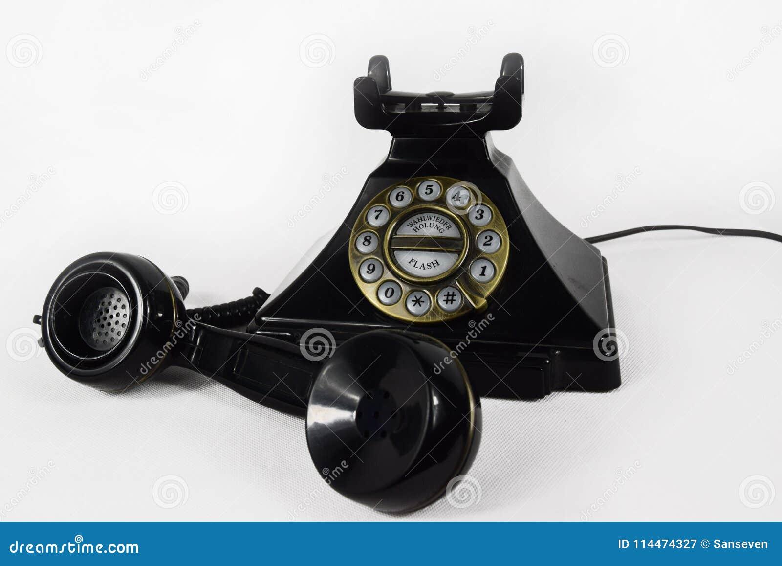Rétro téléphone noir avec son écouteur soulevé - d isolement