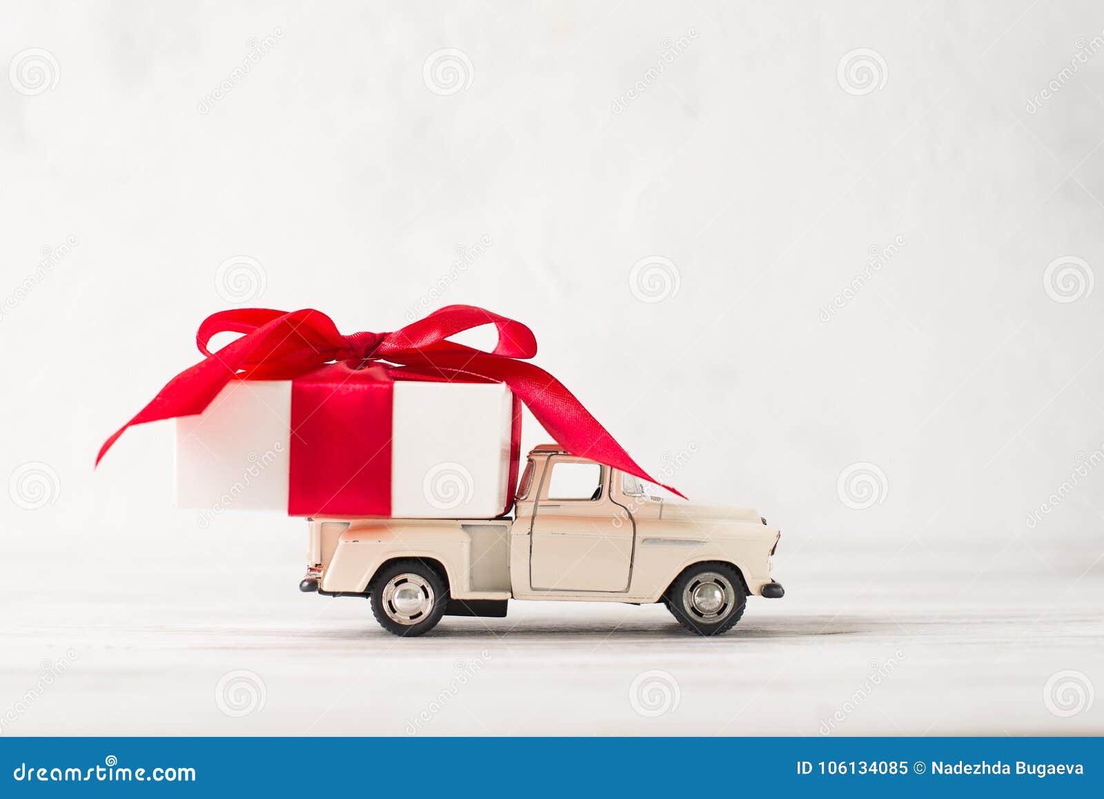 Boîte Cadeau De Livrant Voiture Le Pour Rétro Jour Blanche Jouet L54AcRjq3
