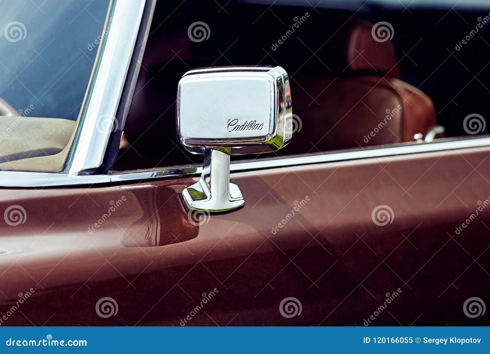 Rétroviseur d une voiture de luxe personnelle normale Cadillac Eld
