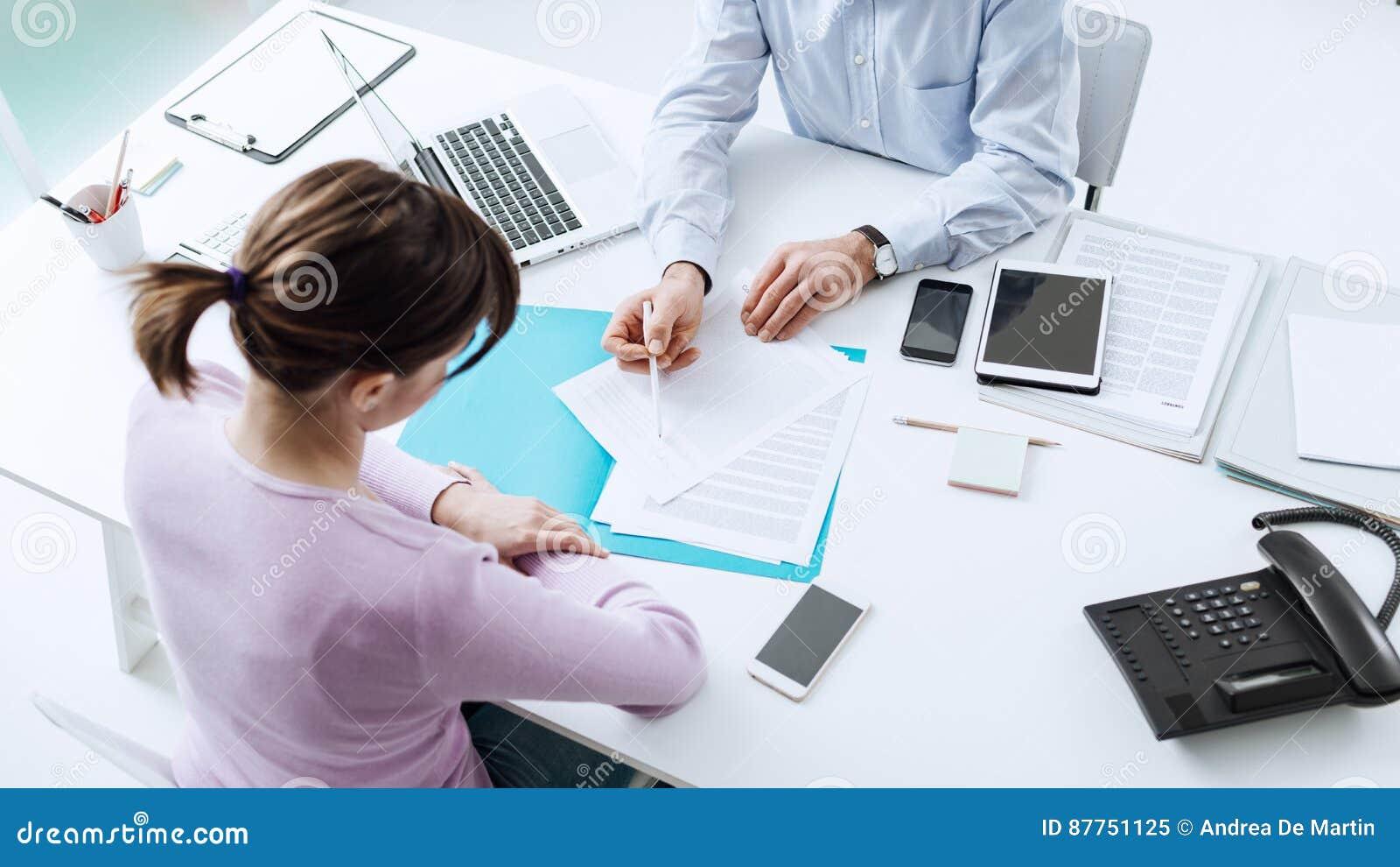 Réunion de conseiller avec un client