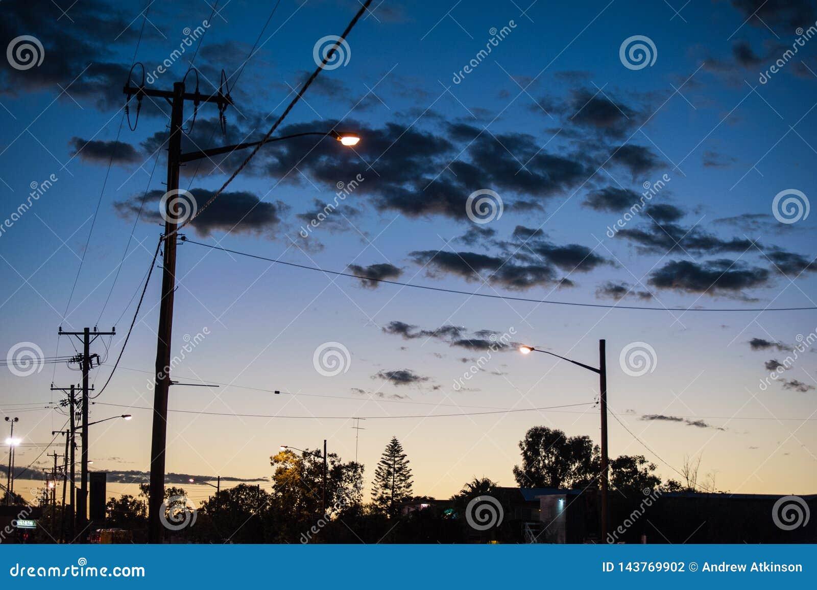 Réverbères et poteaux de l électricité en foudre Ridge