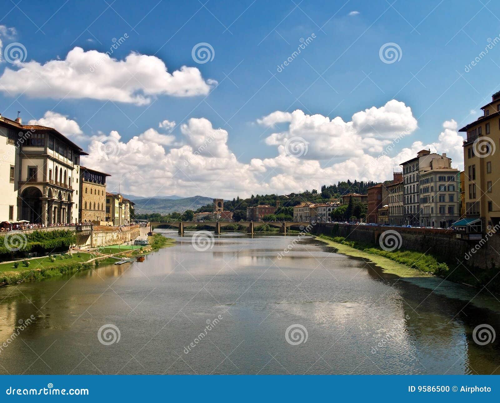 Río de Arno, Florencia, Italia