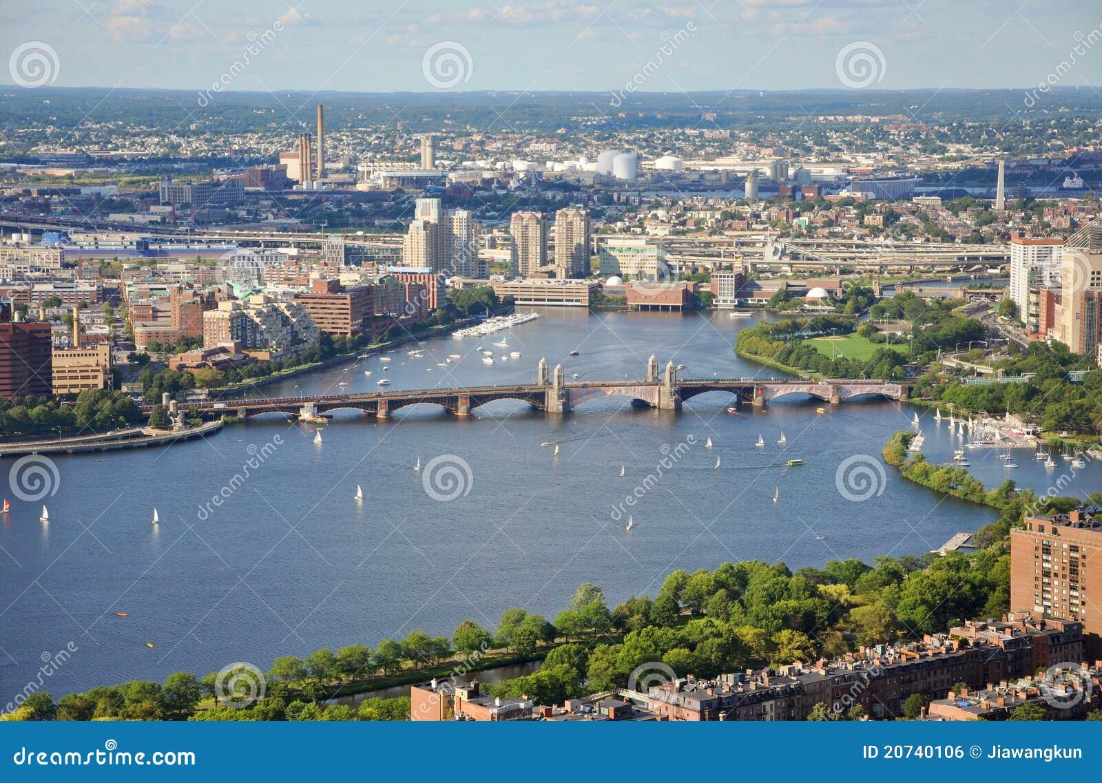 Río de Charles y puente de Longfellow, Boston