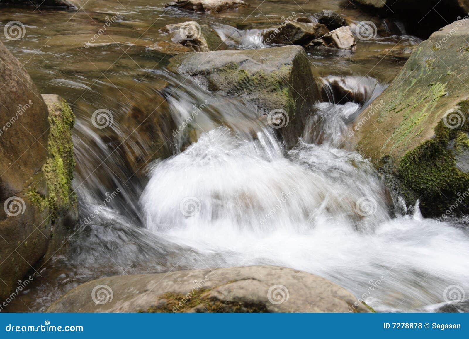 Río de la montaña