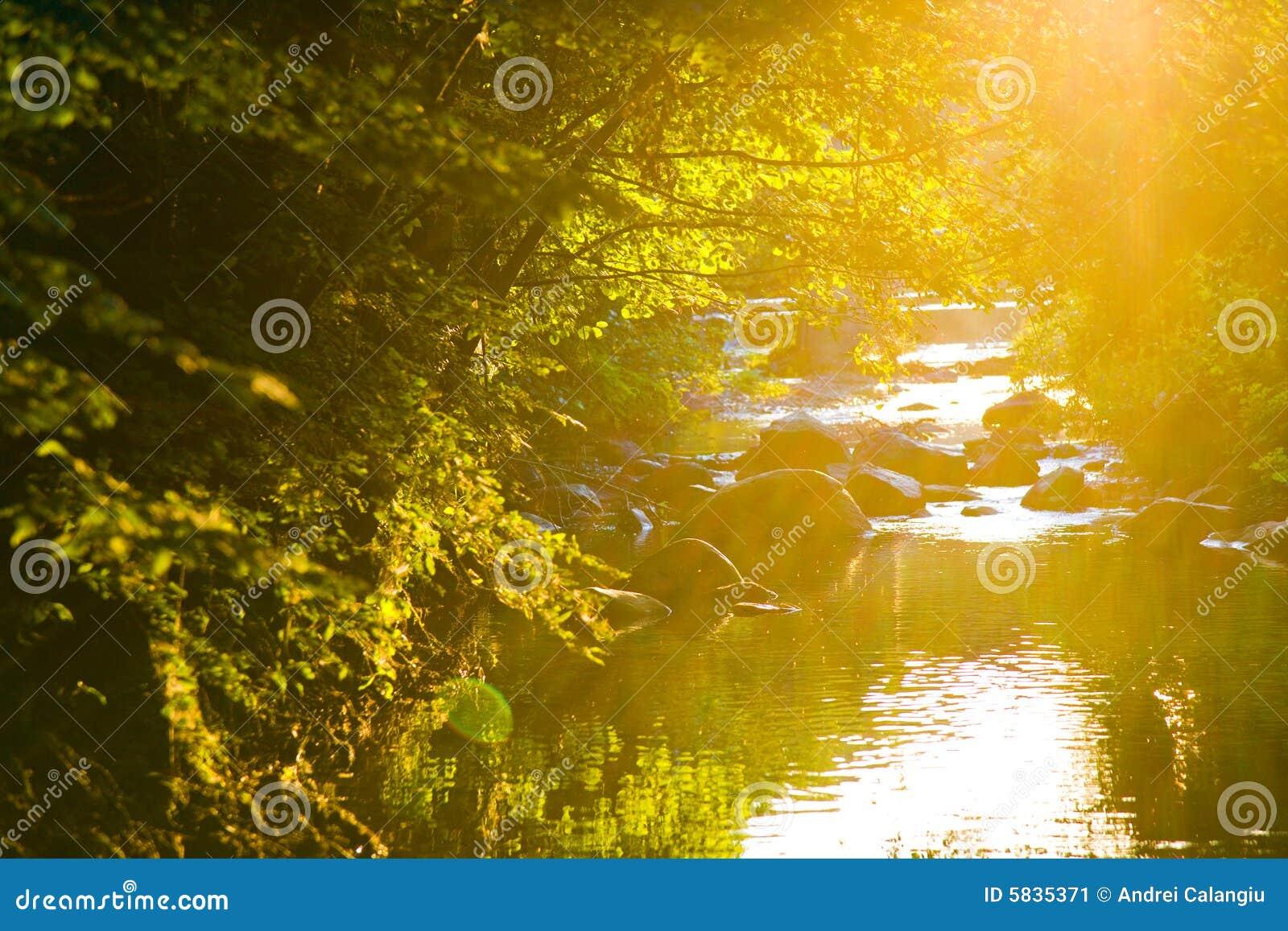 Río de la puesta del sol