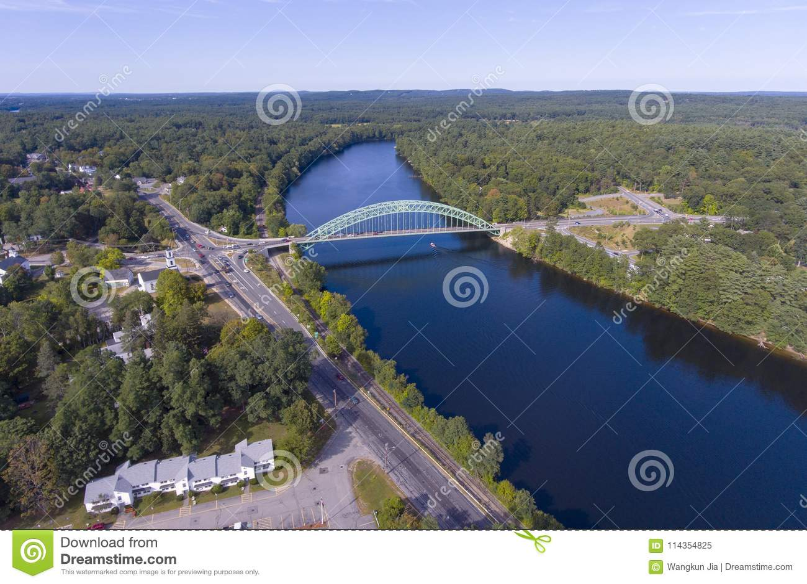 Río de Merrimack en Tyngsborough, mA, los E.E.U.U.